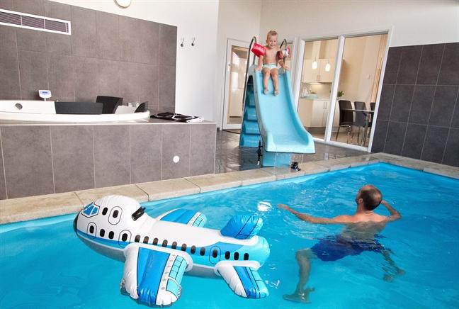 exklusives ferienhaus mit pool und golf spielplatz 2014. Black Bedroom Furniture Sets. Home Design Ideas
